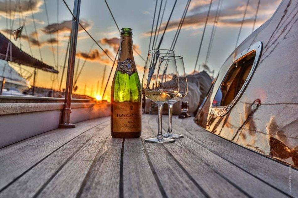 картинка яхта и шампанское объявления продаже